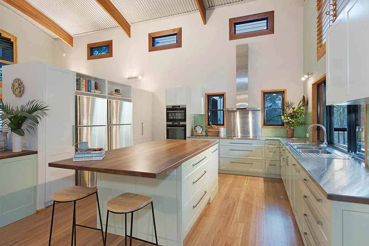 Timber Benchtops in Tasmanian Oak - Buywood Furniture are proud to have provided timber joinery for nearly every room in this gorgeous Woodglen home.